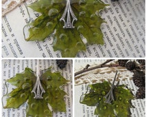 Pendant natural maple leaf, Pressed plants Exclusive gifts jewelry Epoxy resin
