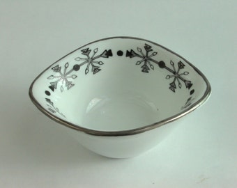 Mini bowl in black and white