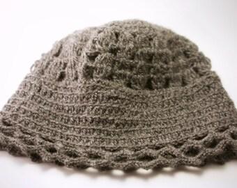 Ganchillero style in dark grey Cap.