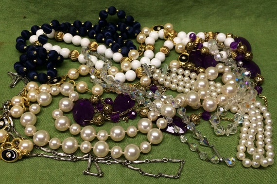 Vintage / Costume Jewelry Necklace Lot Beads Glass Metal Re-Purpose Art Supply