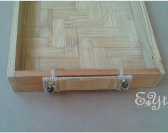 Bamboo tray with edges in pinewood.