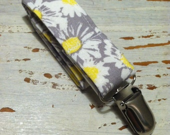 Pacifier Holder/ Daisies