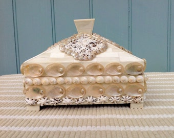 Mother of Pearl box with shell quatrefoil detail