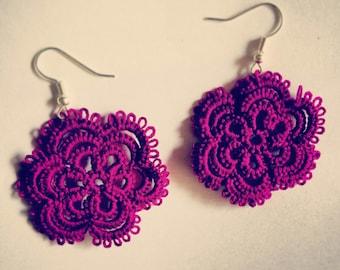 "Flower-shaped tatted earrings ""Parnassia"""