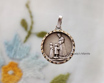 Blessed Virgin Mary Our Lady of La Salette Vintage Catholic Medal - Free Shipping