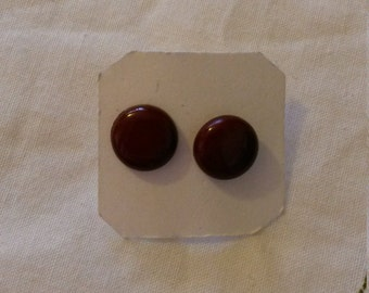 Maroon circle stud earrings