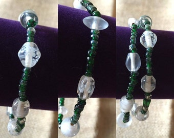 Blown glass with green sead beads bracelets