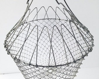 SALE Vintage Wire Egg Basket / Collapsible Wire Basket / Collapsible Egg Basket / Wire Mesh Basket / Garden Basket / Vintage Decor