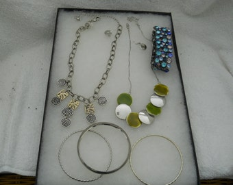 Vintage Jewelry Lot Necklaces Bracelets #420
