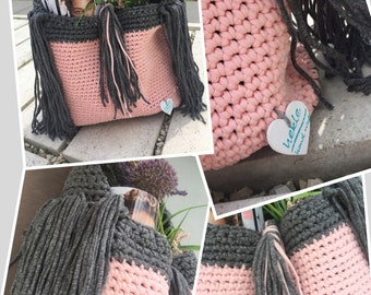 Crochet shopping bag with fringe