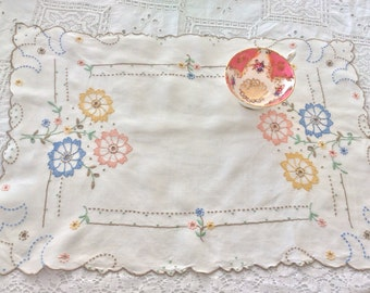 Vintage hand embroidered place mat / small tablecloth: perfect for serving tea in style
