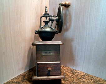 Vintage cast iron coffee mill/grinder