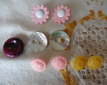 LOT of 9 vintage buttons