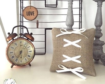 Customizable alliances cushion in linen with lacings