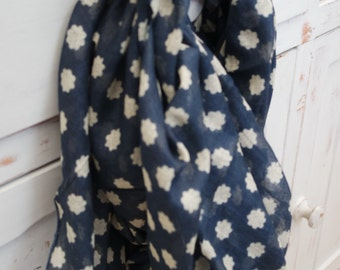 Blue and White Spotty Snood