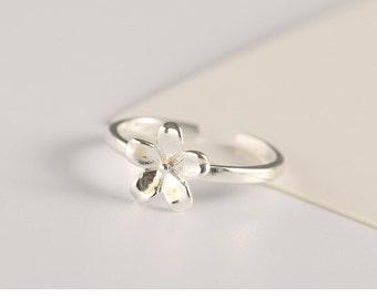 flower ring, sterling silver flower ring, simple flower ring, simple shiny flower ring