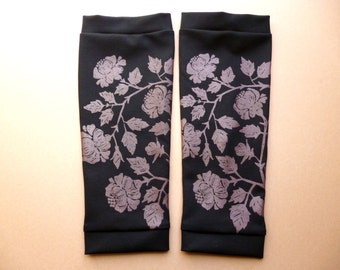 Leg warmers, black with floral screen print