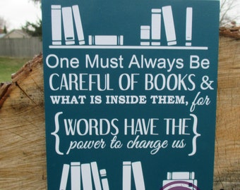 Power of Books Quote Sign / Books Wood Canvas / Library Decor / Book Quote Sign/ Librarian Gift / Book Lover Gift / Reader's Nook Decor
