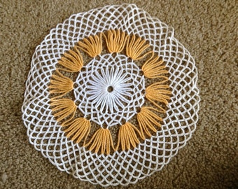 Vintage doilies, set of two yellow and white