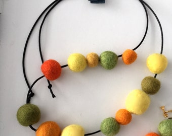 DoriDango : wool felt beads necklace, adjustable, very colorful and light
