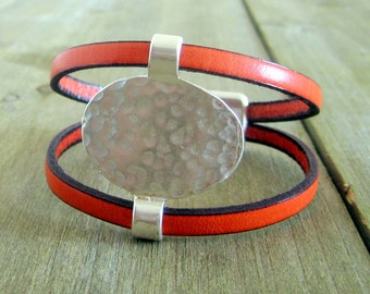 Bracelet leather Orange, Metal Piece at the Center, plate silver magnetic clasp.