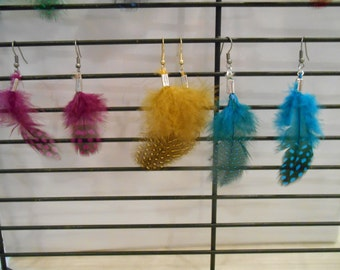 spotted feather earrings,earrings,drop earrings,dangle earrings,feather earrings,spotted earrings