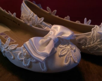 Flat wedding shoes, white lace and pearl detail. Customized to order