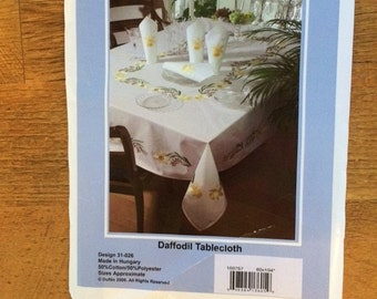 "Daffodil Tablecloth 60"" x 104"""