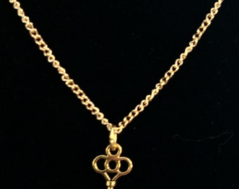 18in. necklace with shiny brass key