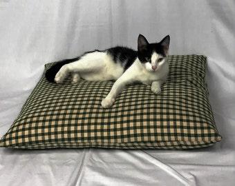 Woolen Dreams Small Cat Bed