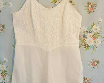 Vintage 50s Barbizon Cream and Lace Slip with Side Zipper