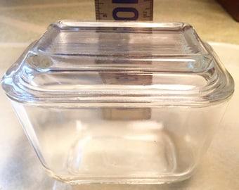 Small Pyrex Refridgerator Box 501 B