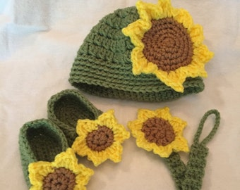 Newborn Hat, Booties, and Pacifier Clip, Baby shower gift set, Sunflower photo prop