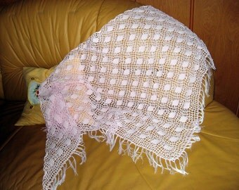 Crochet triangle shawl, scarf in pink 100% cotton with 9 cm long fringes
