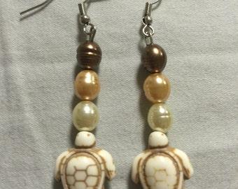Tan turtle earrings