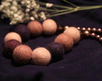 Felt beads in beige