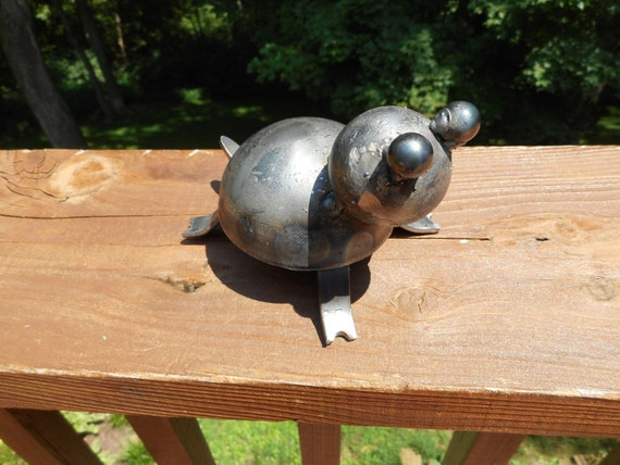 Metal Turtle Sculpture // Six inches long, this little turtle looks great in a garden or flower pot // Gift