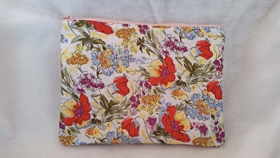 Floral clutch, zippered floral bag, floral zippered clutch, cosmetic bag, Floral purse