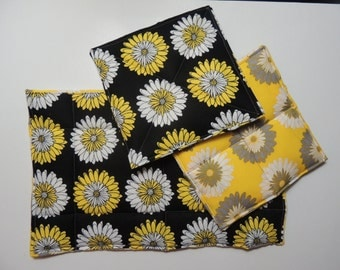 Black and Yellow flower hotpad set