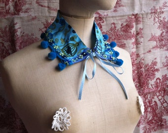 small collar with PomPoms