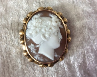 14K yellow gold Antique Victorian cameo brooch