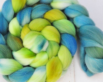 Hand Dyed Merino Top Wool Roving - Hand Painted - Spinning - Felting - Jungle Leaves - 4.3 Ounces