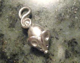 Cute mouse charm pendant in fine silver