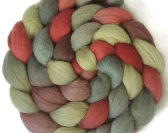 Handpainted Superfine Merino Wool Roving - 4 oz. HOLLY BERRY - Spinning Fiber