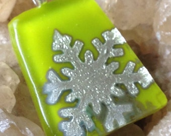 Silvery snowflake in fused glass pendant necklace