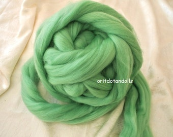 Merino wool rooving, green, for needlefelt, felting, spinning, weaving and more, made in Italy