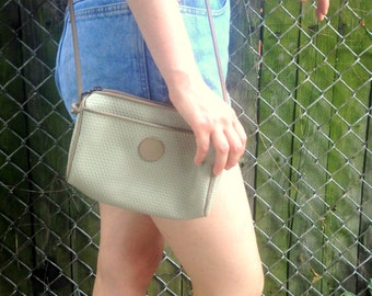 1980's LIZ / Beige Liz Claiborne Purse / 1983 / Taupe / Tan Ivory / Shoulder Bag / Cross Body / errands purse / vinyl leather / lined