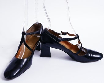 Vintage 60s T Strap Pumps Block Heel Black Patent Leather 8.5 AAA