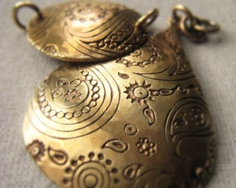Gold Teardrop Pendant Gold Circle Bracelet Connector Oxidized Brass Connector Item No. 2299
