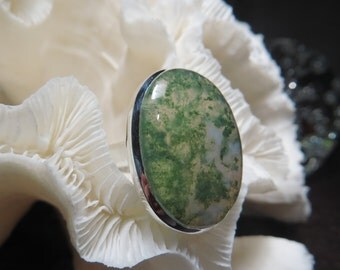 Beautiful Green Moss Agate Ring Size 6.75